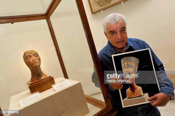 L'ancien directeur des antiquités Zahi Hawass réclamant le buste de Nefertiti au ''Neues Museum de Berlin'' 2009 Musée du Caire Egypte