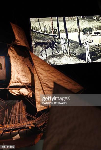 Ancien port négrier Bordeaux tente de regarder son histoire en face Model ships on show at a permanent exhibition devoted to atlantic commerce and...