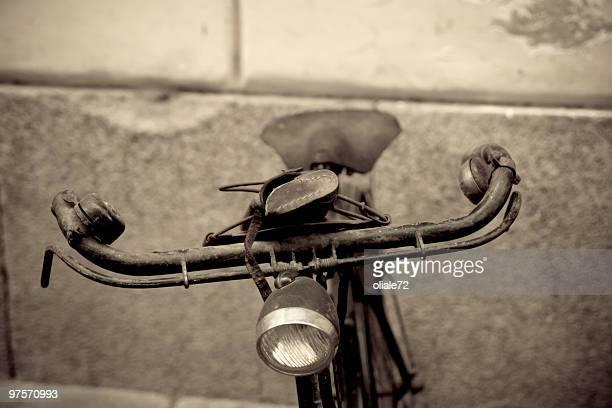 Alten verlassenen beschädigte Fahrrad-(50 Minuten) und 60 m2 Jahre