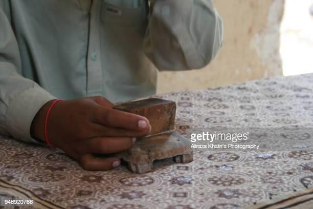 ancient ajrak making - etnia indo asiatica foto e immagini stock