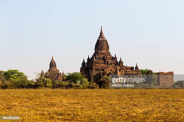 ancient and monumental buddhist temples - merten snijders stockfoto's en -beelden