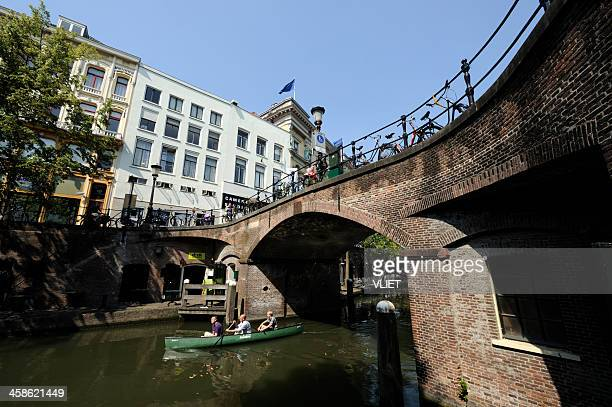 ancient arch stone bridge over the canal oudegracht in utrecht - utrecht stock pictures, royalty-free photos & images
