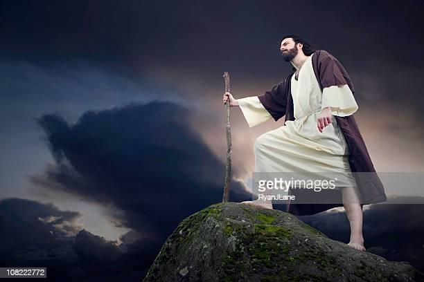 antiga figura bíblica na montanhas - pastor de ovelha - fotografias e filmes do acervo