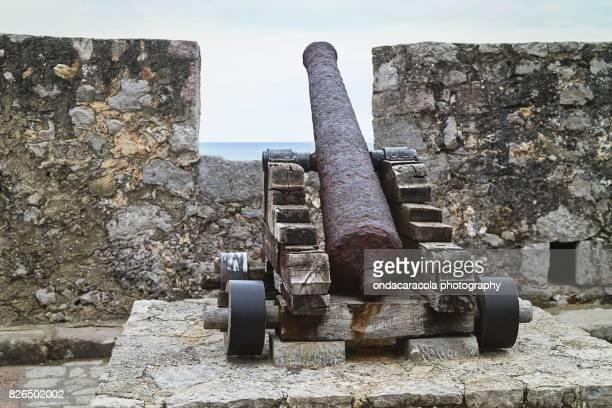 ancient cannon - llanes fotografías e imágenes de stock
