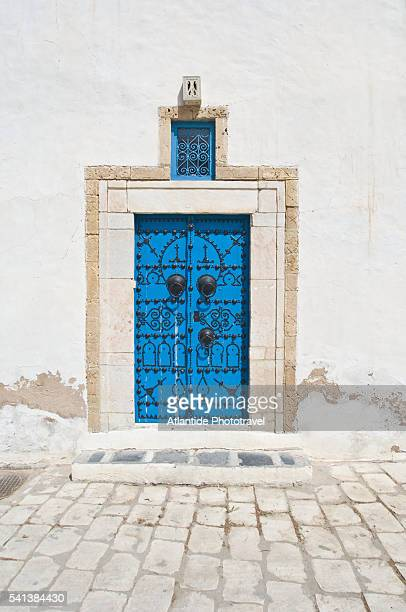 ancient door - tunis stock pictures, royalty-free photos & images