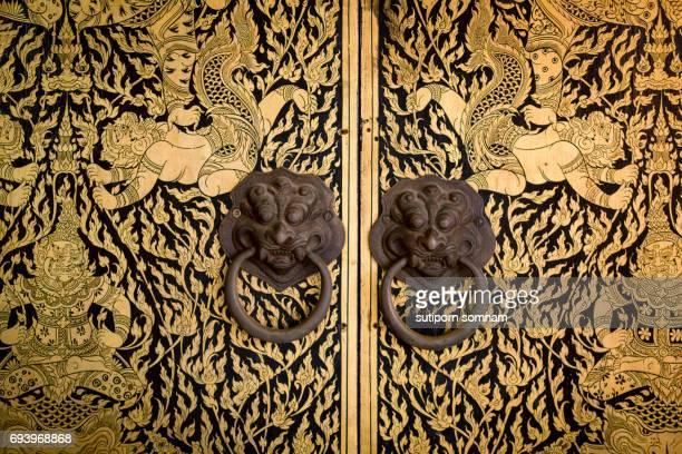 ancient door thai pattern - kunst, kultur und unterhaltung stock-fotos und bilder