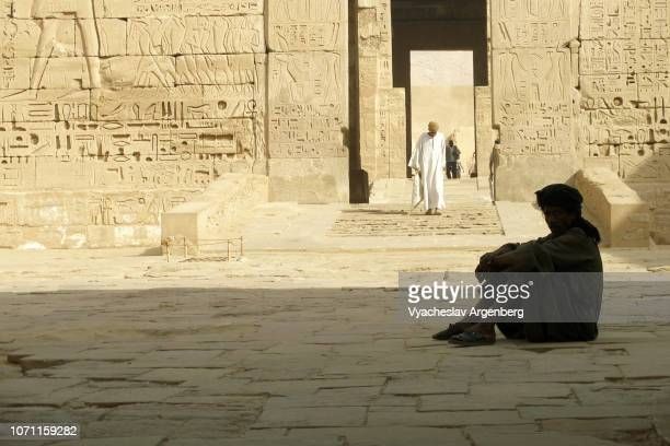 ancient egypt, the temple of ramesses iii, temple priest caretakers of medinet habu - tomb of ramses iii stock pictures, royalty-free photos & images