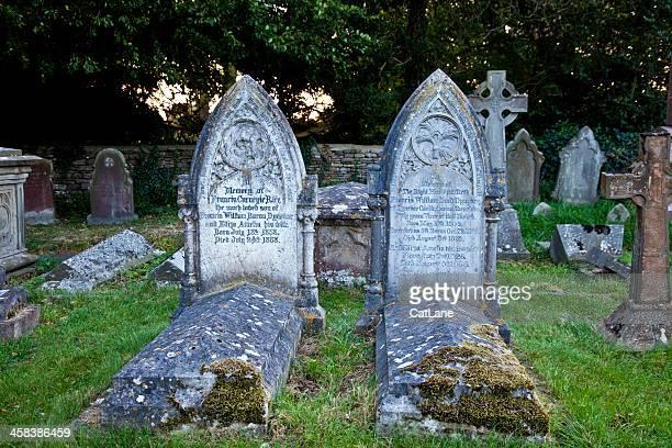 古い英語の墓石 - フェアフォード ストックフォトと画像