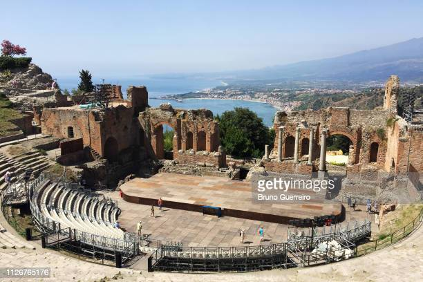 ancient greek theatre with coastal views (teatro antico di taormina) - taormina stock pictures, royalty-free photos & images