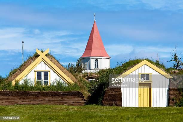 antiche case di turf in glaumbaer - fotofojanini foto e immagini stock