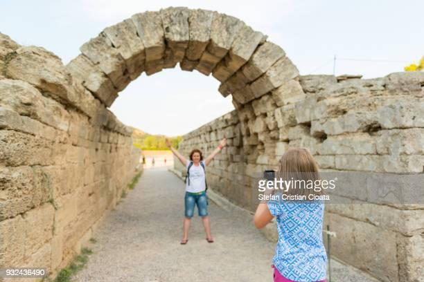 ancient olympia, greece - temple grec photos et images de collection