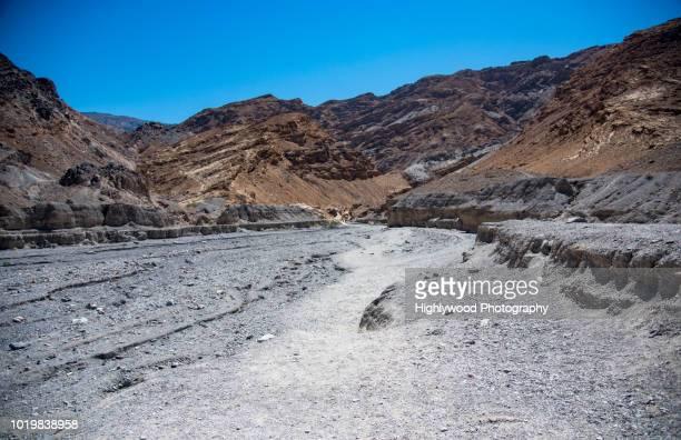 ancient riverbed - highlywood - fotografias e filmes do acervo