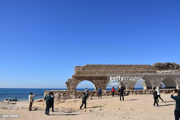 ancient roman aqueduct in ceasarea at the coast of the mediterranean sea, israel - old ruin stock pictures, royalty-free photos & images