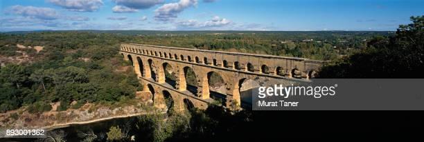 ancient roman aqueduct of pont du gard - ポン・デュ・ガール ストックフォトと画像