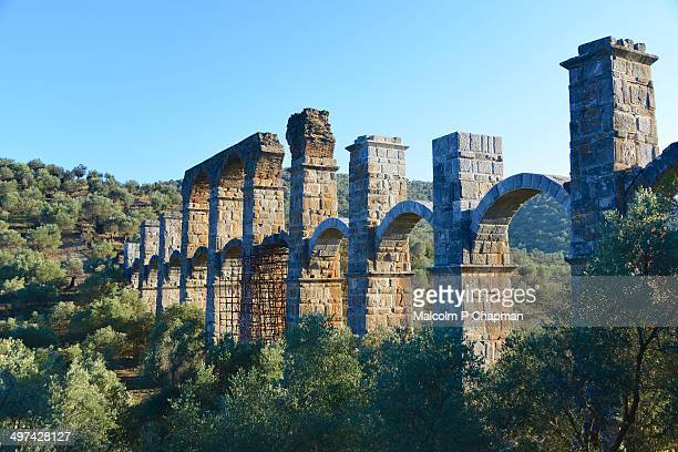 ancient roman aqueduct - mytilene - fotografias e filmes do acervo