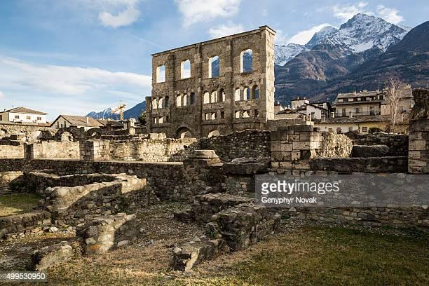 ancient roman theatre, aosta italy - valle d'aosta foto e immagini stock