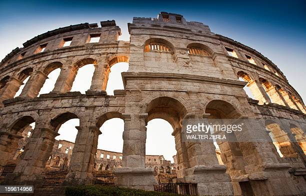 ancient ruins of arena - イストリア半島 プーラ ストックフォトと画像
