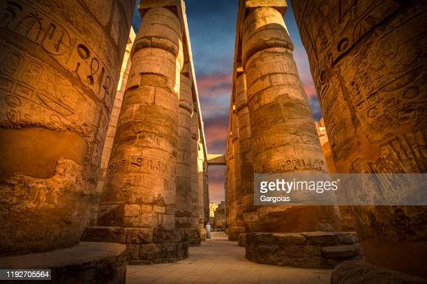 ancient ruins of karnak temple with colorful sky, egypt - deus imagens e fotografias de stock