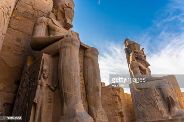 estatua antigua ramsés ii del templo de luxor en luxor. egipto - arqueología fotografías e imágenes de stock