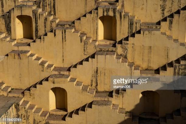 ancient stepwell panna meena ka kund stepwell near jaipur rajasthan india - stepwell bildbanksfoton och bilder