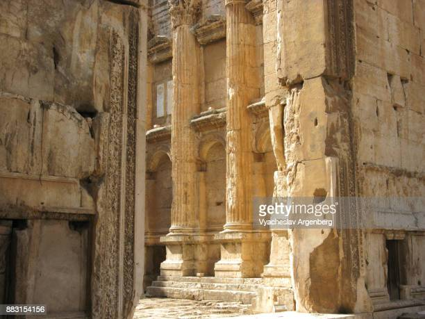 ancient temple complex of roman heliopolis in baalbek, lebanon - argenberg stock pictures, royalty-free photos & images