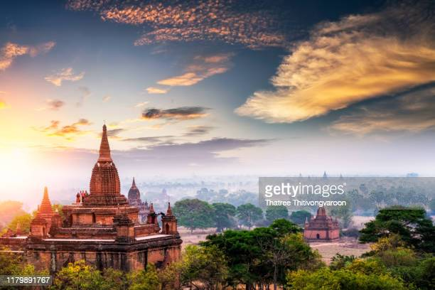ancient temple in bagan at sunrise, myanmar temples in the bagan archaeological zone, myanmar - バガン ストックフォトと画像