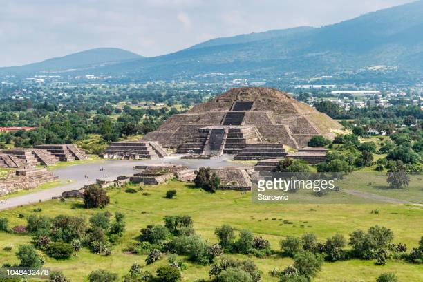 ancient teotihuacan pyramids and ruins in mexico city - pyramid stock pictures, royalty-free photos & images