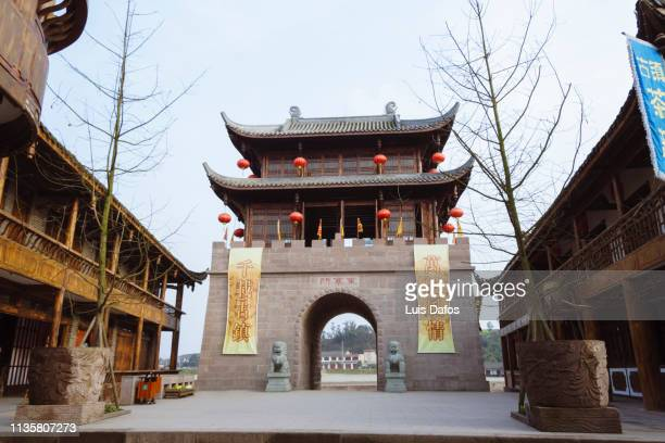 ancient town of huanglongxi - stadttor stock-fotos und bilder