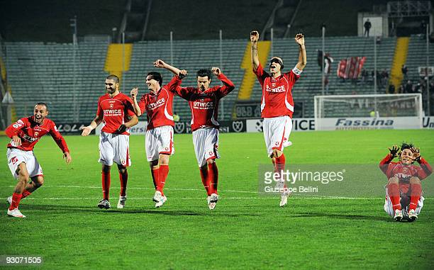 Ancona players celebrate victory after the Serie B match between AC Ancona and Vicenza Calcio at Del Conero Stadium on November 15, 2009 in Ancona,...