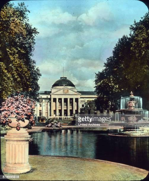 And also the world bath Wiesbaden we want to remember which is so gorgeous im Taunus Our picture gives us a look at the Kurhaus portal and the front...
