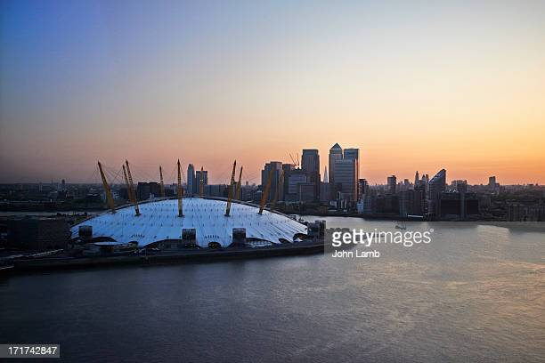 o2 and canary wharf - the o2 england stock pictures, royalty-free photos & images