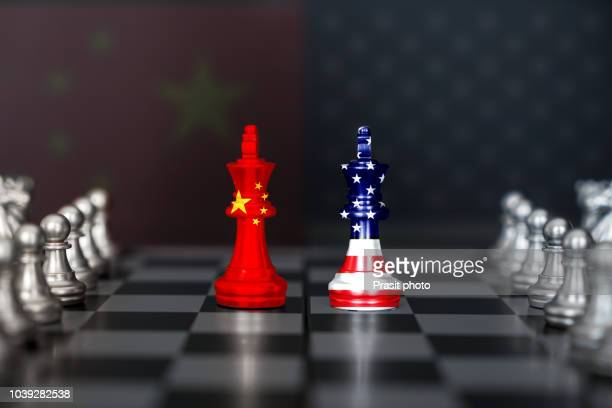 usa and china trade relations, cooperation strategy. us america and china flags on chess king on a chessboard. - konflikt stock-fotos und bilder
