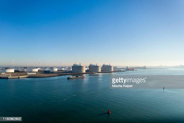 lng and crude oil storage, maasvlakte, rotterdam, zuid-holland, netherlands - 液化天然ガス ストックフォトと画像