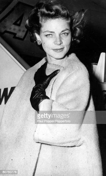 TV and Films 16th October 1959 New York USA A picture of legendary US actress Lauren Bacall prior to boarding a plane in New York for Pittsburgh for...
