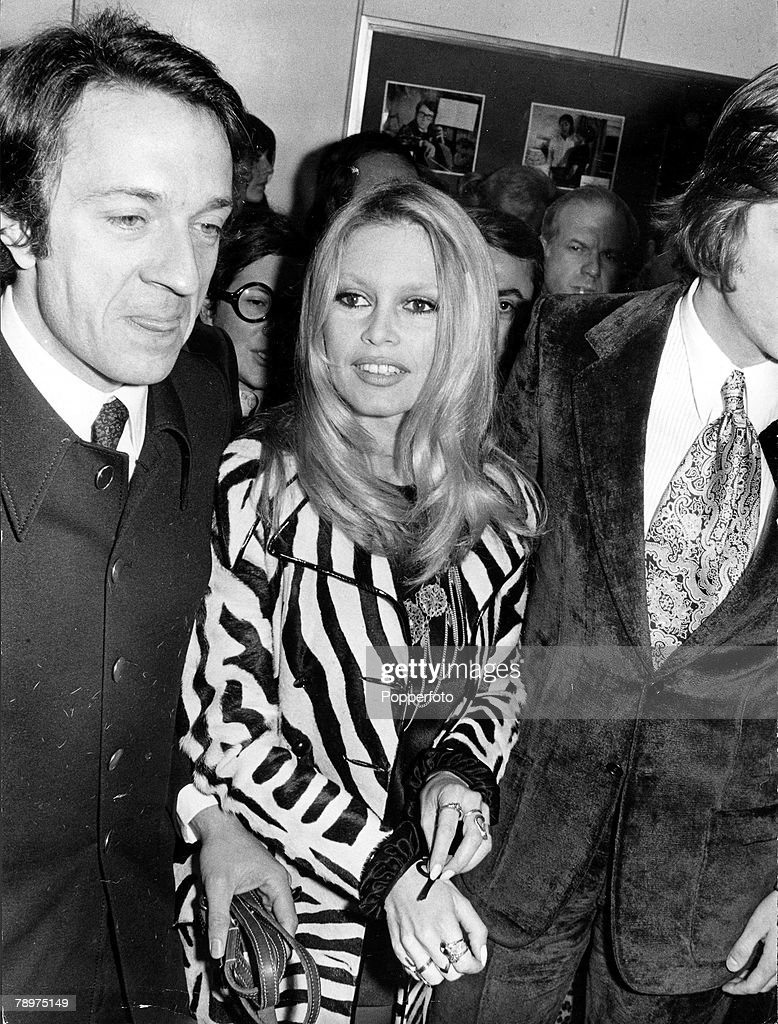 T,V, and Films, 6th February 1970, Paris, France, French film actress -sex kitten+ Brigitte Bardot is pictured arriving at the Champs Elysee with her co-star Jean-Pierre Cassel attending the premiere of their film -The Bear and the Bull+