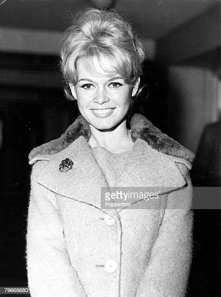 TV and Films 9th April 1959 London England French film actress sex kitten Brigitte Bardot arrives at London airport to make the film Babette Goes To...