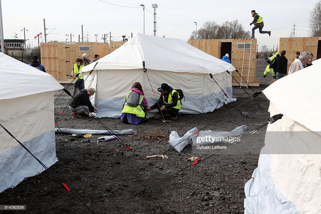 New MSF Camp For Refugees Opens In Grande-Synthe : News Photo