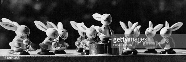 SEP 3 1977 SEP 9 1977 'And Now Gentlemen Beethoven's Fifth' That is the caption under Helen Stanley's miniature scene which will be among 25 displays...