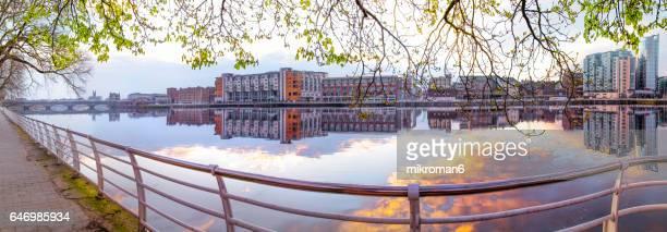 hq and res. panorama of sarsfield bridge and limerick's city centre, ireland - limerick city stock-fotos und bilder