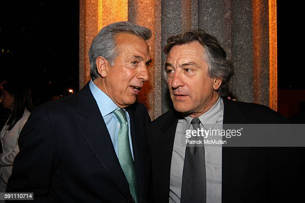 and Robert De Niro attend Vanity Fair hosts their Tribeca Film Festival dinner at The State Supreme Courthouse on April 20 2005 in New York City