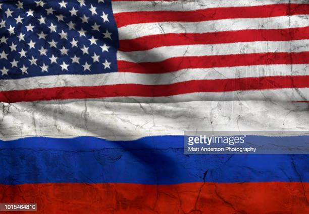 usa and russia flag 8k resolution with texture and effect - politiek en staatsbestuur stockfoto's en -beelden