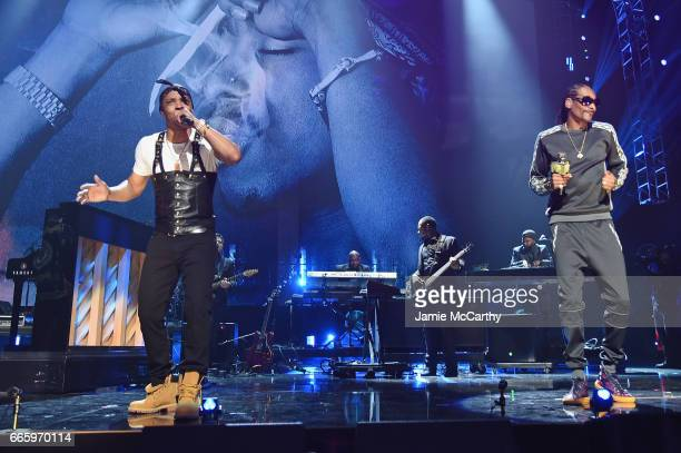 I and Snoop Dogg perform in honor of 2017 Inductee Tupac Shakur onstage at the 32nd Annual Rock Roll Hall Of Fame Induction Ceremony at Barclays...