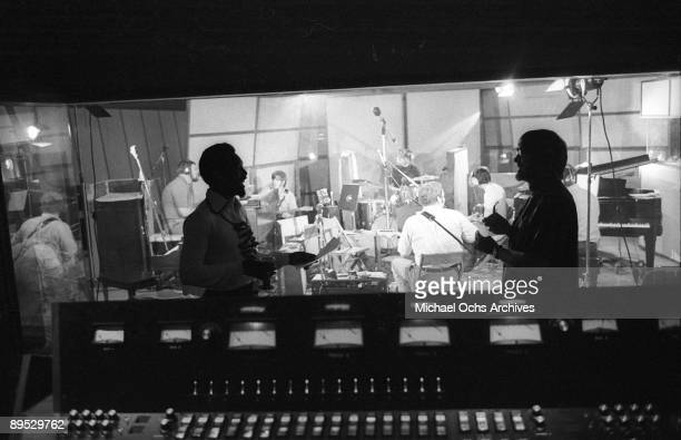 R and B and Soul singer Wilson Pickett and engineer Tom Dowd chat during a recording session at the Muscle Shoals Sound Studio on November 24 1969 in...