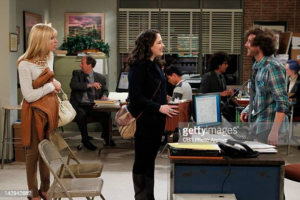 'And The Messy Purse Smackdown' Caroline convinces Max to file taxes for the first time and goes with her to a tax preparation office where speaks to...