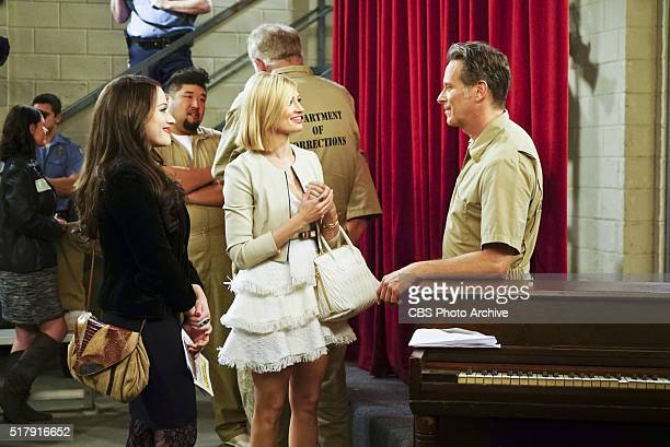 And the Show and Don't Tell Picture Max Black Caroline Channing and Martin Channing When the girls go to prison to see Caroline's father Martin...