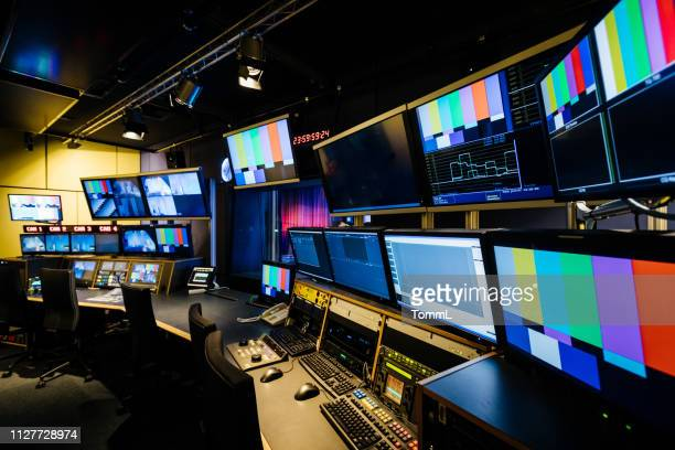 tv en video controlekamer - kanaal stockfoto's en -beelden