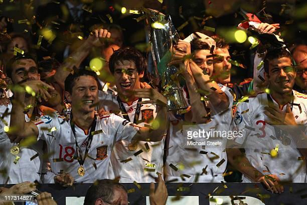 Ander Herrera Javi Martinez Alberto Botia and Alvaro Dominguez lift the winning trohy after their 20 victory during the UEFA European Under21...