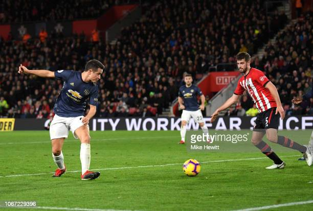 Ander Herrera of Manchester United scores his team's second goal during the Premier League match between Southmpton FC and Manchester United at St...