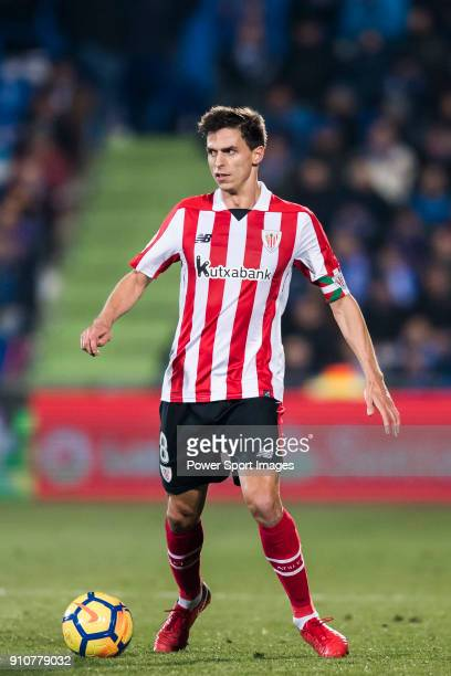 Ander Iturraspe Derteano of Athletic Club de Bilbao in action during the La Liga 201718 match between Getafe CF and Athletic Club de Bilbao at...