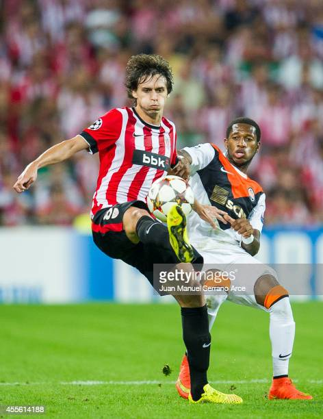 Ander Iturraspe of Athletic Club Bilbao duels for the ball with Fred of Shakhtar Donetsk during the UEFA Champions League Group H match between...